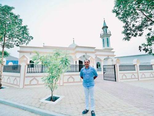 رجل اعمال هندي مسيحي يبنى مسجدا في الامارات