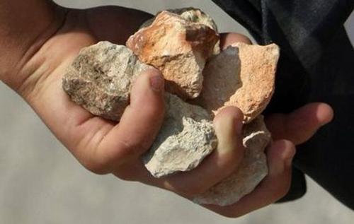حجارة لرجم الزانية