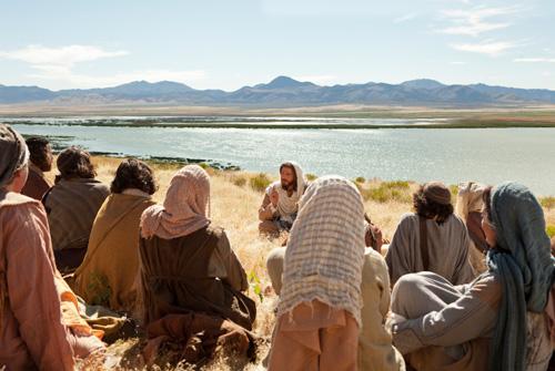 يسوع يعلم اتباعه