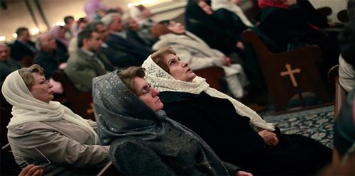 ايرانيون مسيحيون يصلون