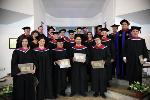 طاقم كلية الناصرة الإنجيلية وفوج المتخرجين