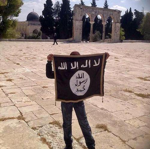 علم الدولة الاسلامية في الاقصى
