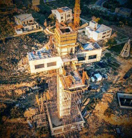 لبنان يشيّد أكبر مبنى على شكل صليب في العالم