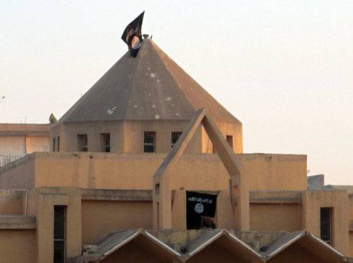عالمي داعش ترفع أعلامها كنائس الموصل tgredt546ertet_2.jpg