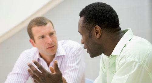 محادثة بين رجلين