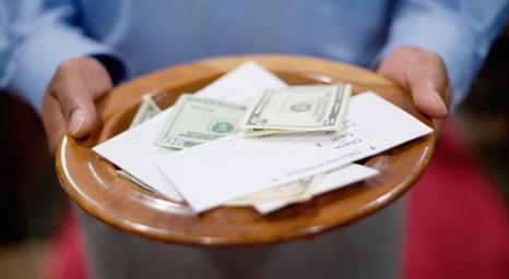 الكنائس تضغط للتبرع عبر الإنترنت مع انخفاض التبرعات بسبب انخفاض أعداد الحضور