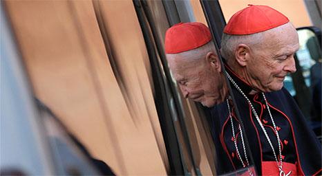 الفاتيكان يقرر معاقبة أرفع مسؤول لديه بسبب فضائح جنسية
