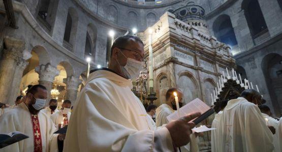 إعادة فتح المواقع المقدسة تدريجيًا تزامنًا مع الجمعة العظيمة