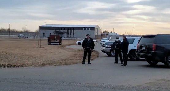 الشرطة الكندية تضع سياجا حول كنيسة لإبعاد المصلين