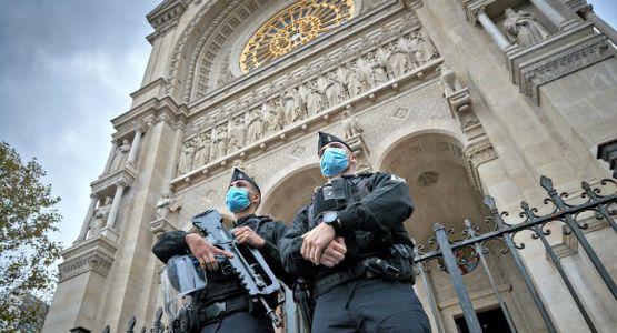 مجلس الشيوخ الفرنسي يشدد الضوابط والمسيحيون يحتجون