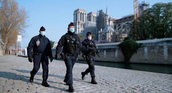قانون فرنسي يقيّد جميع الأديان أسوة بالتطرف الإسلامي