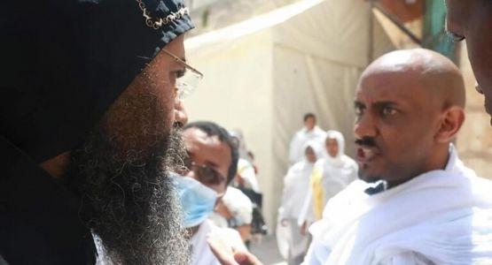 الأحباش يرفعون علم أثيوبيا فوق دير السلطان في القدس