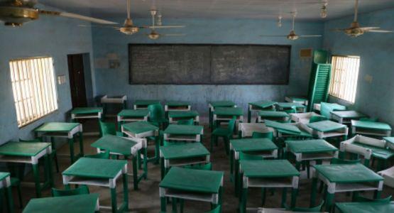 طلاب يفرون من مسلحي الفولاني بعد هجوم على مدرسة إرساليات مسيحية