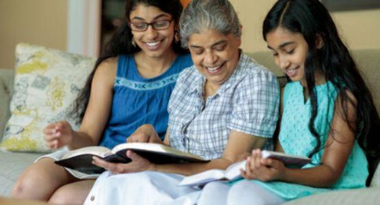 دراسة: ملايين الأمريكيين تحولوا إلى الكتاب المقدس أثناء الوباء