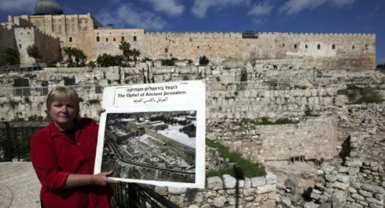وفاة عالمة الآثار المعروفة باكتشافها قصر الملك داود عن 64 عاما
