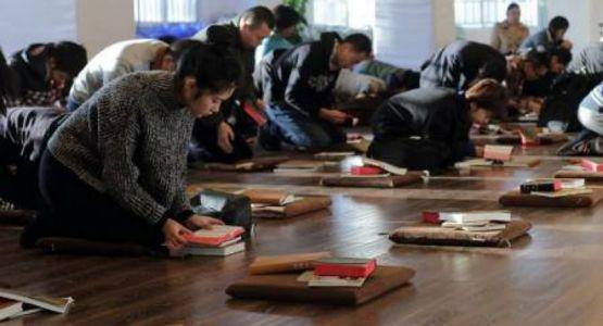 السلطات الصينية تحتجز قس وزوجته بالقوة عن طريق تقييد باب منزلهما
