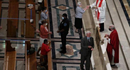 ديمقراطي يحذر الكنيسة الكاثوليكية من تجريدها من الإعفاء الضريبي