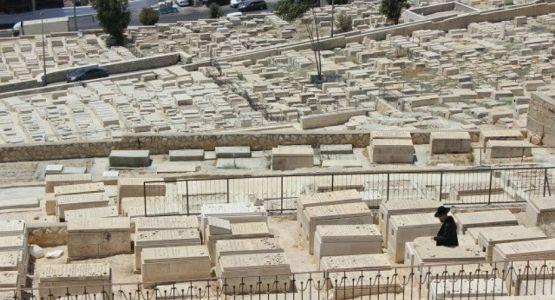 حاخام يطالب بإخراج جثة مبشر مسيحي من مقبرة يهودية