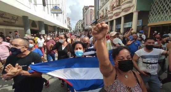 اعتقال قساوسة وضربهم وسط احتجاجات عمّت كوبا