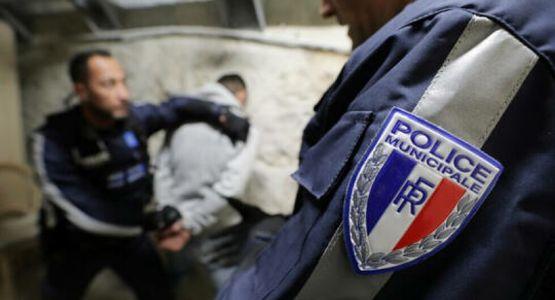 اعتقال مسلح بسكين تجول قرب كنيسة في العاصمة الفرنسية