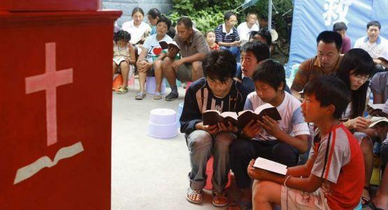 المسؤولون الصينيون يعتقلون 18 بالغًا و10 أطفال أثناء خدمة عبادة كنيسة