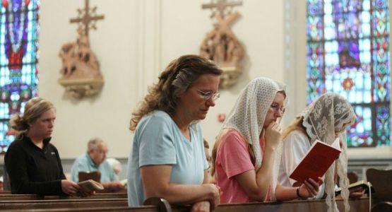 لتصمت نساؤكم في الكنائس