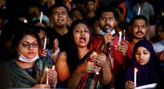 احتجاج المئات في بنغلاديش على العنف الديني الدامي