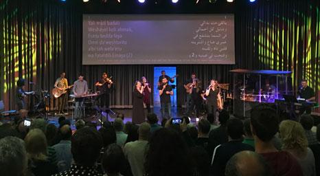 لقاء تسبيح وعبادة بين المؤمنين العرب واليهود