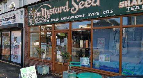 تغريم أصحاب متاجر مسيحية 17000 جنيه إسترليني للبقاء مفتوحين أثناء الإغلاق
