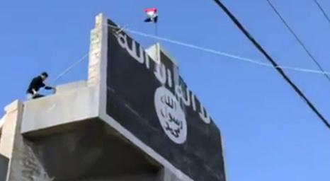 إزالة راية الدولة الاسلامية من فوق كنيسة مار افرام للسريان الارثوذكس في الموصل