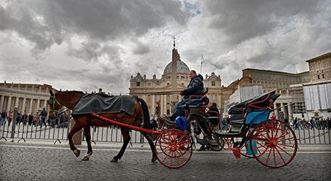 كرادلة الفاتيكان يبدأون العزلة الإجبارية لانتخاب البابا الجديد