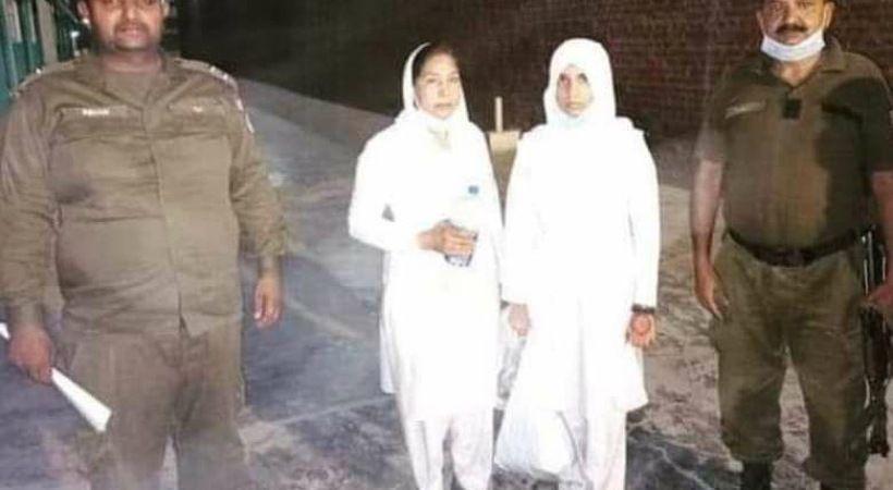 عقارب الساعة تدق للممرضات المسيحيات الباكستانيات المحاصرات