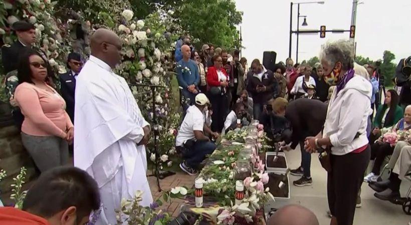 المئات يتجمعون عند حائط الصلاة بكنيسة تولسا في الذكرى المئوية للمذبحة