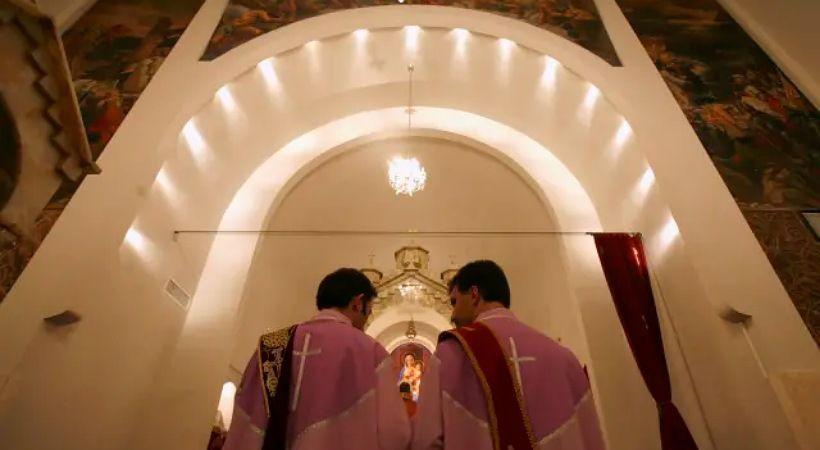أحكام بالسجن على مسيحيين إيرانيين بتهمة القيام بأنشطة طائفية