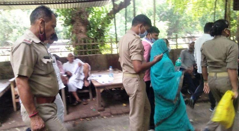 ضرب قساوسة وسجنهم بعد مواساة أرمل هندوسي حزين في الهند