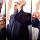 شيخ لبناني يمزق بطاقته الإسلامية ويُطالب ببطاقة مسيحية عوضًا عنها!!