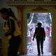 الشرطة الصينية تستجوب قسًا من ووهان كان يقود اجتماعًا على زوم