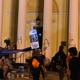 كنيسة سانت جون التاريخية تقيم سياجًا أمنيًا ردا على الانتهاكات المتكررة من المتظاهرين
