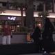 سعوديات يحطمن القيود ويتجولن في الشارع دون عباءة وحجاب