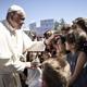 البابا يصطحب معه إلى الفاتيكان 12 مهاجراً سورياً عقب زيارته لليونان