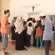 مسيحيو غزة يفتحون بيوتهم وكنائسهم لاستقبال العائلات المشردة من القصف الاسرائيلي
