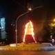 إحراق شجرة ميلاد ليلاً في طرابلس بلبنان