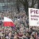 احتجاجات أمام الكنائس في بولندا تنديدا بمنع الإجهاض إلا في حالات خاصة
