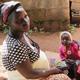 امرأة من نيجيريا تقوم بتربية بناتها بشجاعة كأم عزباء بعد أن قتل المتطرفون زوجها