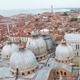 مياه الفيضانات في البندقية تضع كنيستها التاريخية في خطر
